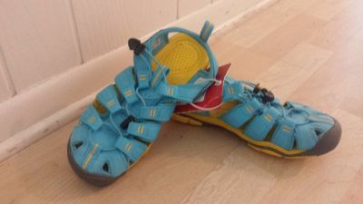 New! Womens Shoes - Keen Sandals Women Sz 6, Girls Sz 4