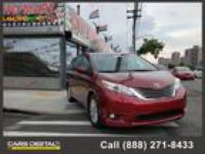 2014 TOYOTA Sienna with 115313 miles!