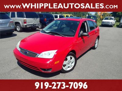 2007 Ford Focus ZX5 S (Red)