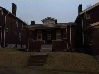 2 Bed 1 Bath Foreclosure Property in Saint Louis, MO 63115 - Queens Ave