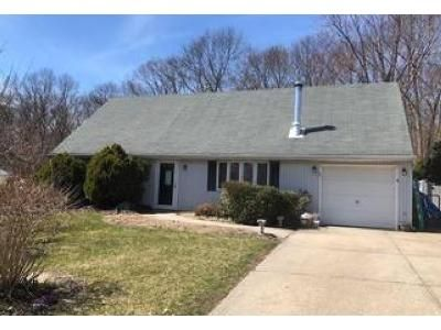 3 Bed 1 Bath Foreclosure Property in Farmingville, NY 11738 - Rosemont Ave