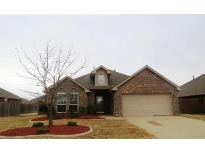 3 Bed 2 Bath Foreclosure Property in Mustang, OK 73064 - SW 40th St