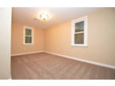 4 Spacious BR in Easton. Washer/Dryer Hookups!