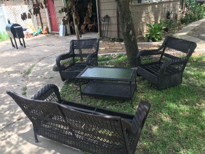Outdoor patio furniture NEEDS CUSHIONS $100 OBO pick up in LJ today!