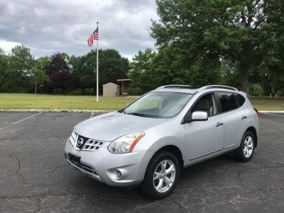 2011 Nissan Rogue S (silver)