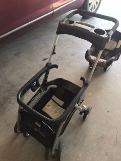 Chicco Keyfit infant car seat/carrier with stroller and car seat base