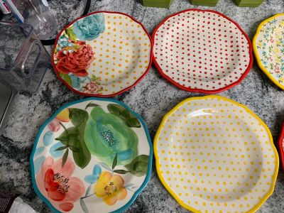 Pioneer Woman dish set