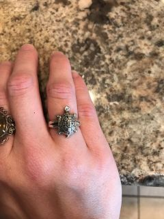 Gorgeous sterling silver turtle ring that opens up see second pic