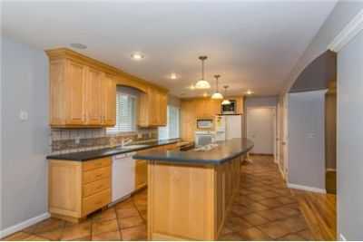 Wonderful Holladay home tucked in a charming east side neighborhood. Washer/Dryer Hookups!
