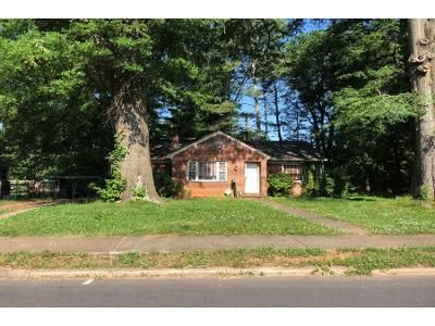 3 Bed 1 Bath Preforeclosure Property in Hickory, NC 28602 - 7th St SW