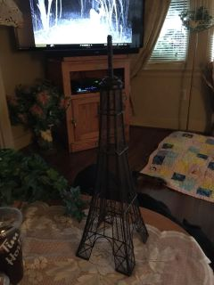Cute Eiffel Tower can be used for jewlery
