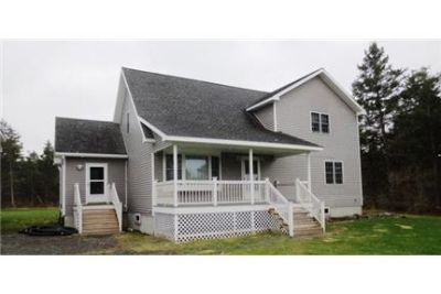 Wonderful 3 bedroom 2 bathroom with cathedral ceilings and a loft.