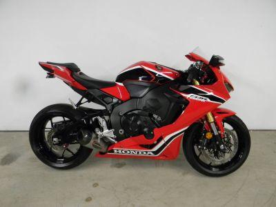 2017 Honda CBR1000RR SuperSport Motorcycles Springfield, MA