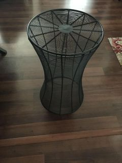 24 Round Wire Metal Accent Table or Planter