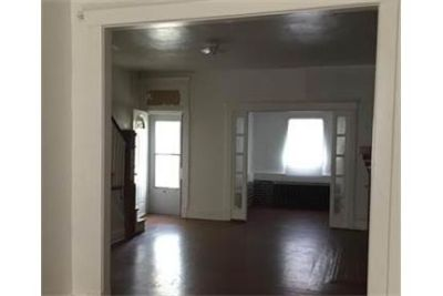 Bright & sunny RECENTLY RENOVATED 3bd/1b interior row home. Washer/Dryer Hookups!