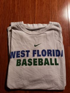 West fla baseball r shirt. Excellant condition.