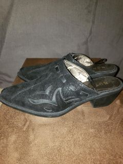 Black suede shoes with design