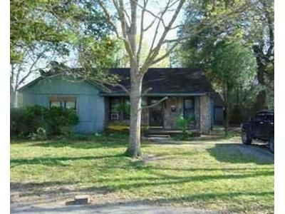 4 Bed 2 Bath Foreclosure Property in Bay City, TX 77414 - 5th St