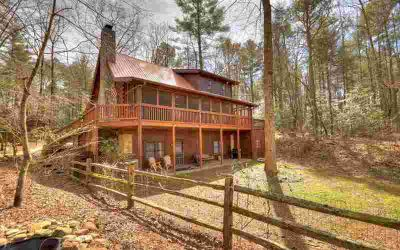 142 Ballew Lane Ellijay Three BR, Check out this interior!