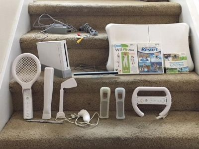 Nintendo Wii Bundle (FIT CONSOLE RESORT & More)
