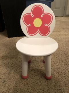 Small wooden toddler chair with flower in great condition!