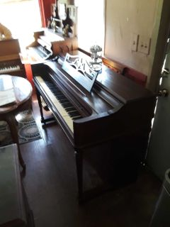 Beautiful Wurlitzer spinet piano