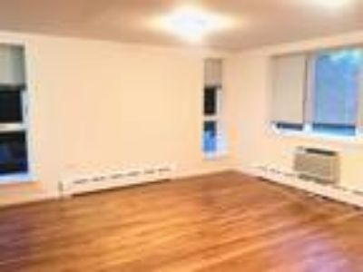 Large 3 Bedrm Apartment w/1.5 BA and Laundry, Pet Friendly!!
