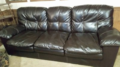 WANTING TO TRADE MY LEATHER SOFA, FOR A RECLINING LOVESEAT OR 2 RECLINERS