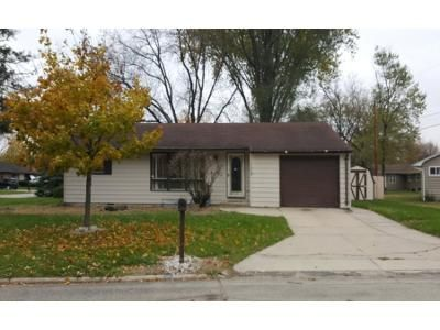 3 Bed 1 Bath Foreclosure Property in Mason City, IA 50401 - Meadowbrook Dr