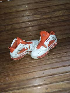 Men's size 8 nike sneakers used condition still good needs laces