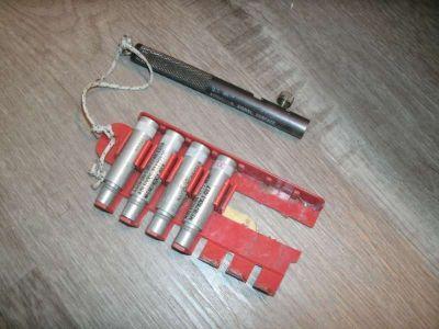 Screw in Navy Pen Flares (with launcher)