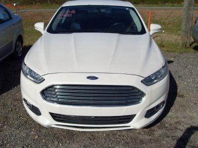 2013 Ford Fusion SE (WHI)