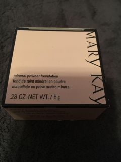 New unused full size in box Mary kay mineral powder foundation. Beige 1.5