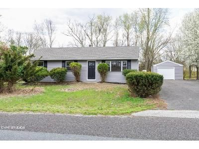 3 Bed 1 Bath Foreclosure Property in Williamstown, NJ 08094 - Mink Ln