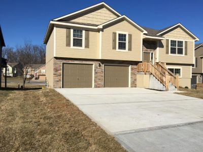 $1545 4 apartment in Independence