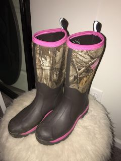 Women s size 10 woodymax muck boots. Perfect condition $75