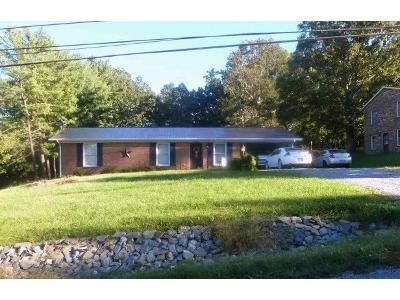 3 Bed 1.0 Bath Preforeclosure Property in Hurt, VA 24563 - Blue Ridge Dr