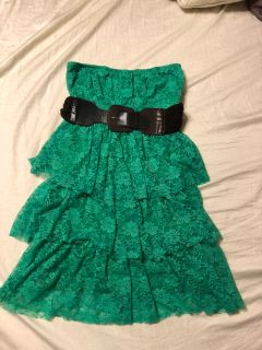 Green lacy strapless dress with brown belt, juniors size medium