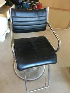 barber/make up chair
