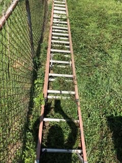 24ft Extension Ladder ~ NEED GONE TODAY ~ MAKE OFFERS!!!