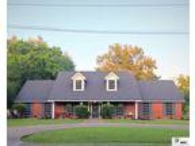 West Monroe Real Estate Home for Sale. $224,900 4bd/Three BA. - Susan Simoneaux