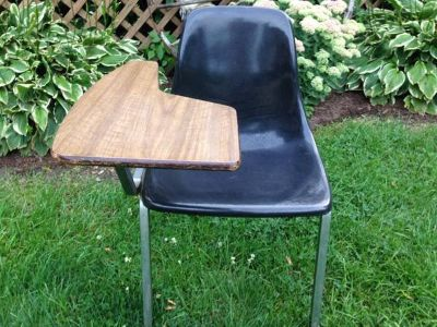 MID CENTURY HOWELL FIBERGLASS DESK CHAIR ( HERMAN MILLER EAMES )
