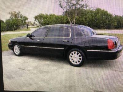 2003 Lincoln Town Car (Black)