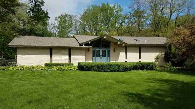 1752 Sherwood Court VALPARAISO Two BR, Located on a peaceful