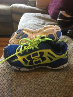 Under armor sneakers size 2 youth
