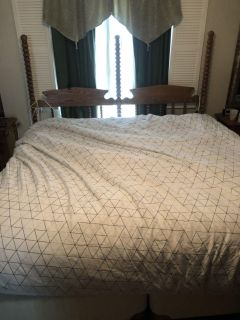 Sealy posturepedic King size bed