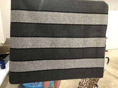 Black and Gray area rug 4 X 5ft 6 in