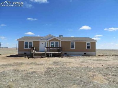 7855 Edison Road Yoder, Ranch home on 40 Acres!
