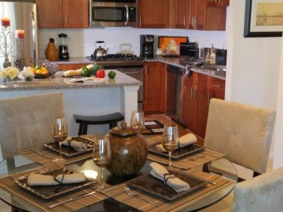 $2,715, 2br, 2 bd/2 bath Welcome to the Glenview House, where urban rental living meets sophistication in Sta...