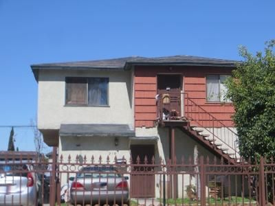 4 Bed 2 Bath Preforeclosure Property in Los Angeles, CA 90061 - 1/2 East 116th Place